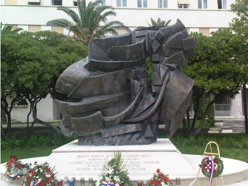 Brončani spomenik